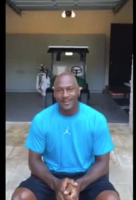 Basket - Insolite : Michael Jordan relève lui aussi le défi de l'«Ice Bucket Challenge» ! (vidéo)