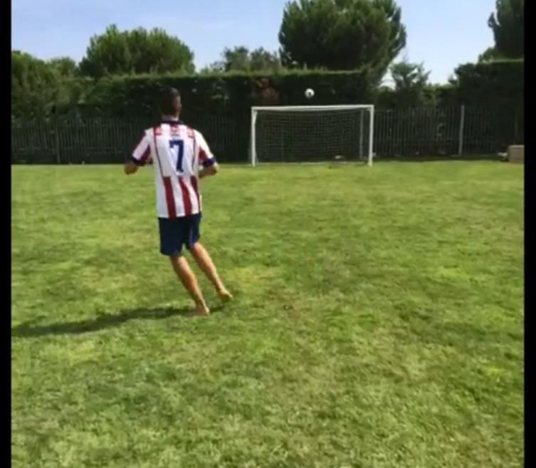 Insolite : Antoine Griezmann lance un défi à ses fans (vidéo)