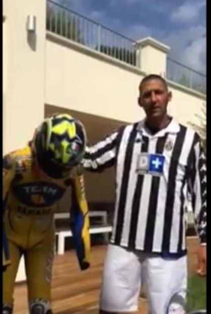 Insolite : Materazzi effectue l'«Ice Bucket Challenge » avec le maillot de Zidane ! (vidéo)