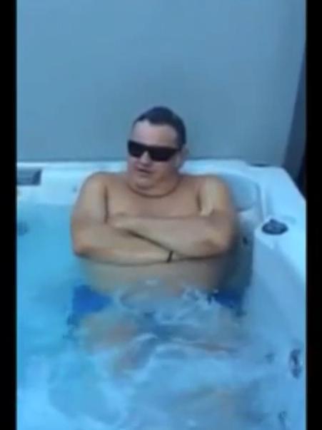 L'«Ice Bucket Challenge» de Pierre Ménès ! (vidéo)