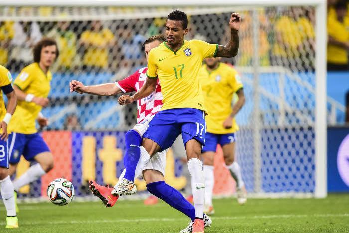 Luiz Gustavo, Brésil