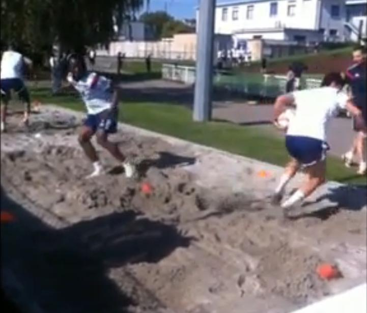 Les joueurs de l'OL s'entraînent dans un bac à sable (vidéo)