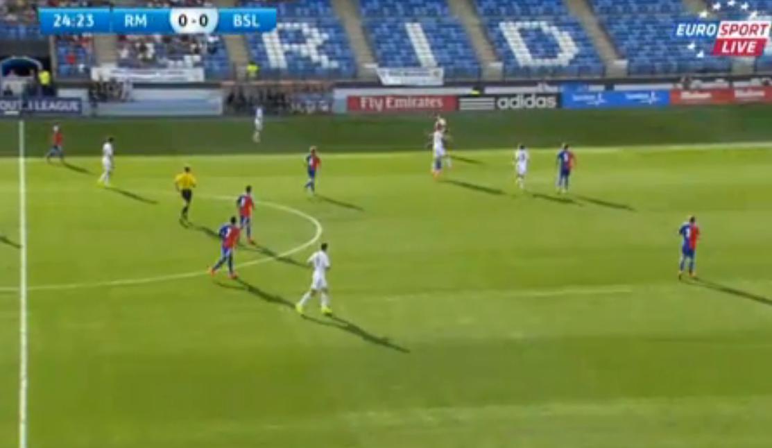 Insolite - Real Madrid : Deux retournés dans la même action de but ! (vidéo)