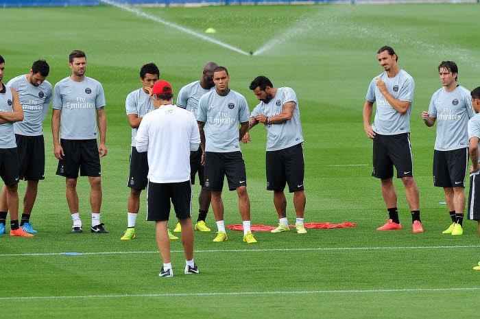 Laurent Blanc face aux joueurs du PSG