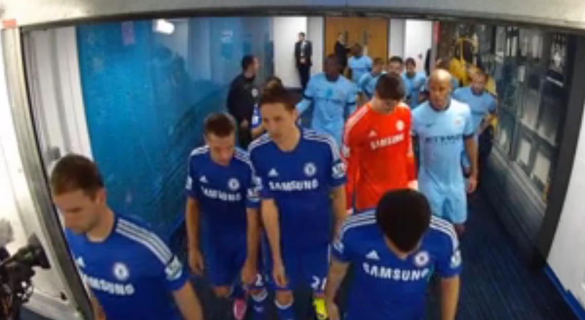 Manchester City/Chelsea : Quand Yaya Touré fait des misères à Eden Hazard dans le couloir ! (vidéo)