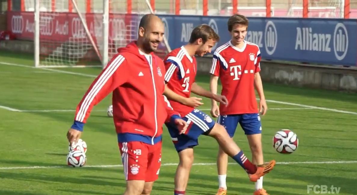 Bayern Munich - Insolite : Quand Guardiola s'enfuit en courant après avoir loupé un jongle (vidéo)