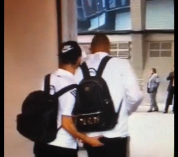 Real Madrid : La main aux fesses d'Isco à Karim Benzema ! (vidéo)