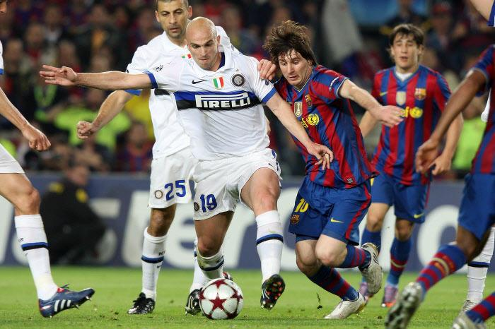 Esteban Cambiasso et Lionel Messi, en 2010