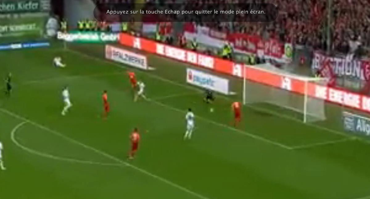 Regardez cet incroyable raté à quelques centimètres du but seulement ! (vidéo)
