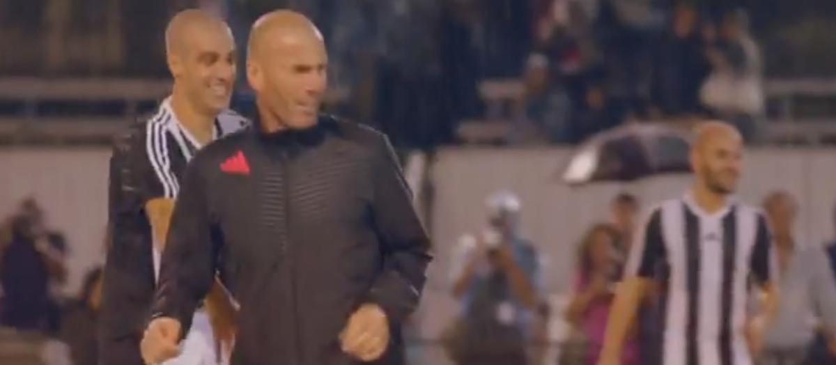 Quand Zidane participe à un tournoi de foot à 5 à Arles ! (vidéo)