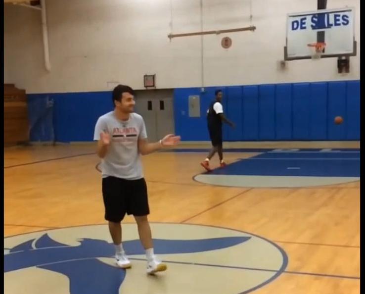 Basket : Un trick shot exceptionnel ! (vidéo)