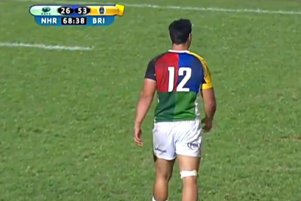 Rugby : Sur une transformation, il touche les trois montants ! (vidéo)