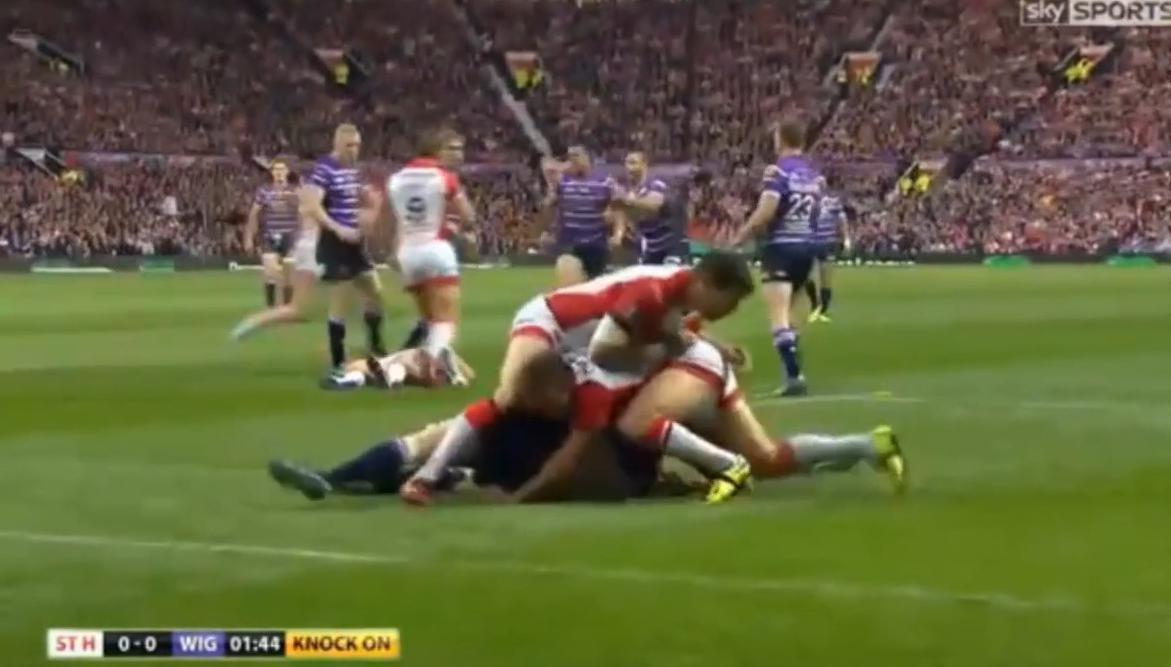 Rugby : Un joueur met son adversaire à terre, le frappe et déclenche une bagarre générale ! (vidéo)