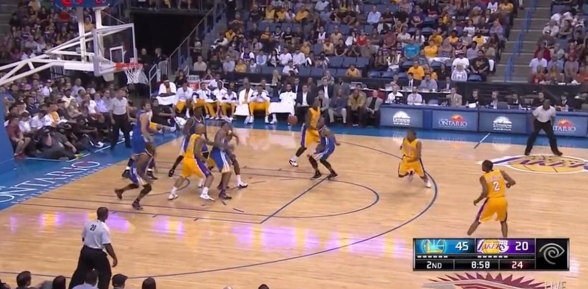 Basket - Insolite NBA : Il jette sa chaussure sur son adversaire ! (vidéo)