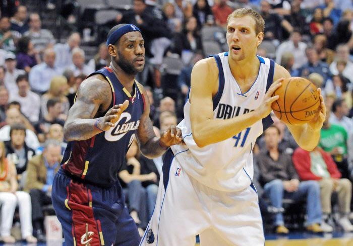 LeBron James et Dirk Nowitzki, en 2008