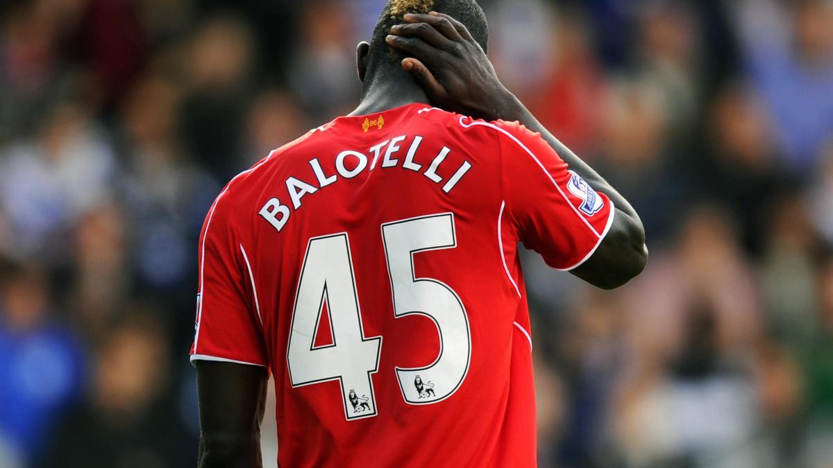Liverpool : Les supporters des Reds se déchaînent sur Twitter et taillent Balotelli !