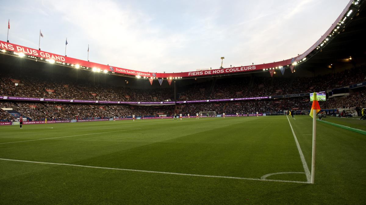 PSG-OM : Quand l'OM taille l'ambiance du Parc des Princes sur Twitter en plein Classico