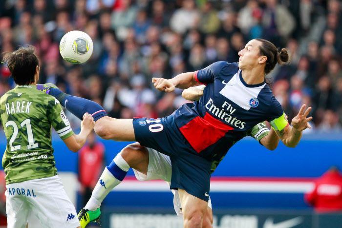 Ibrahimovic toujours en course pour conserver son titre de plus beau but de l'année