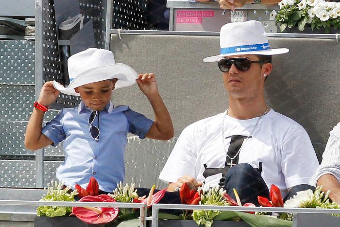La photo de Cristiano Ronaldo et son fils qui fait le buzz sur les réseaux sociaux