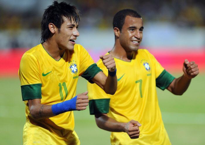 Neymar et Lucas avec le Brésil