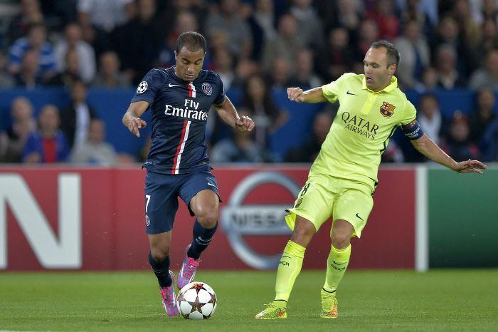 Lucas avec le PSG contre le FC Barcelone