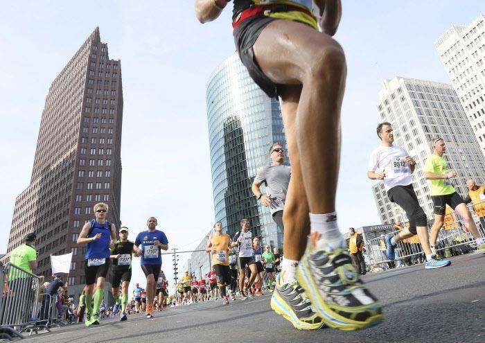 Omnisport : Cet homme de 76 ans qui a déjà couru six fois le tour du Monde...