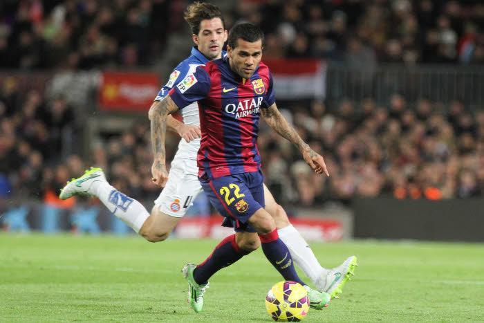 Seulement deux clubs encore en course pour Daniel Alves