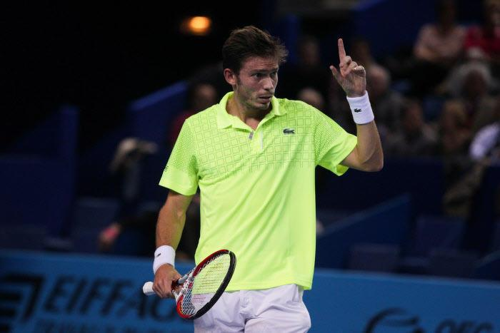 Tennis : Ce Fran�ais qui envoie un service � 200km/h dans la t�te de son partenaire de double !