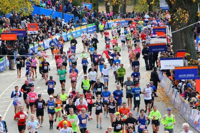 Athlétisme : Cette scène incroyable survenue à quelques mètres de la ligne d'arrivée d'un marathon