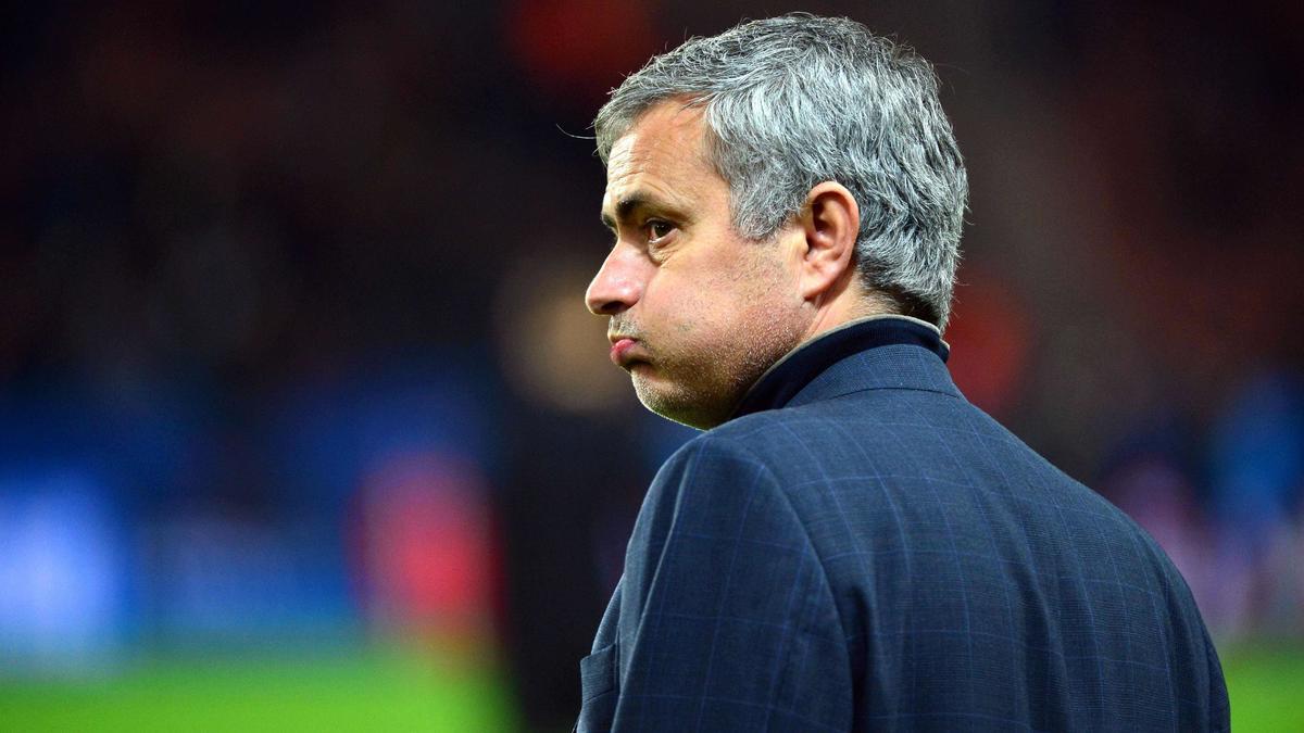 Mercato - Chelsea : Van Gaal prêt à jouer un mauvais coup à Mourinho ?