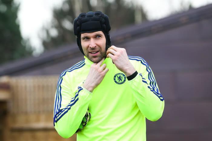 Mercato - Chelsea : Mourinho s'activerait pour remplacer Petr Cech !