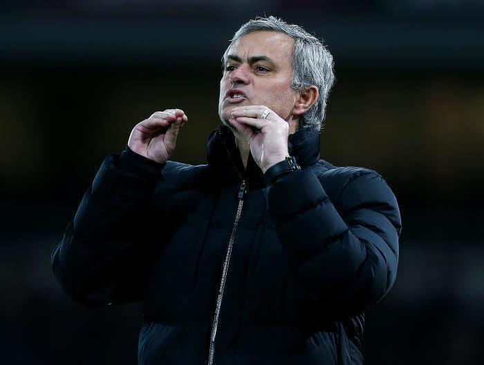 Mourinho répond à Blanc et met la pression sur l'arbitre