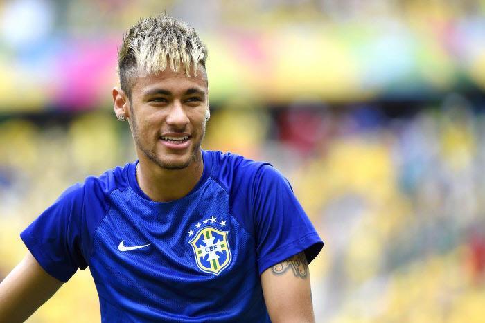 Découvrez la nouvelle coupe de cheveux de Neymar pour la Coupe du Monde  2014. Après le succès 31 du Brésil contre la Croatie, le joueur du FC  Barcelone a