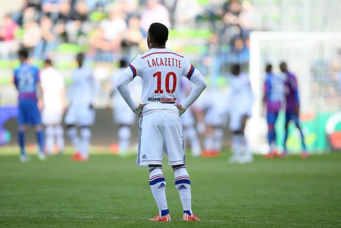 Une première offre en provenance de Premier League pour Lacazette