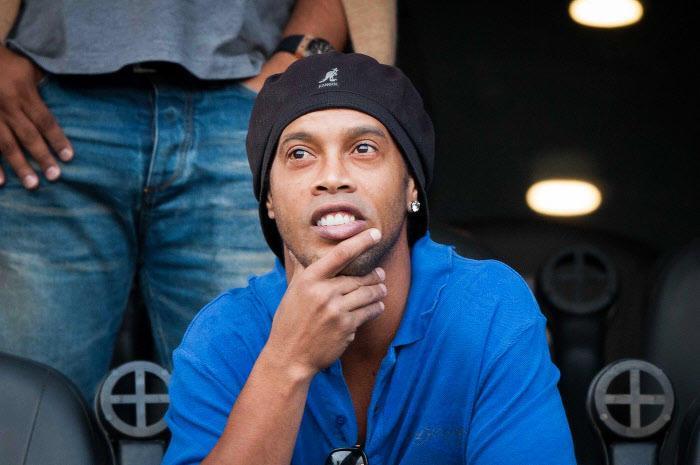 Mercato - Barcelone : Quand Ronaldinho conseille un crack au Barça !