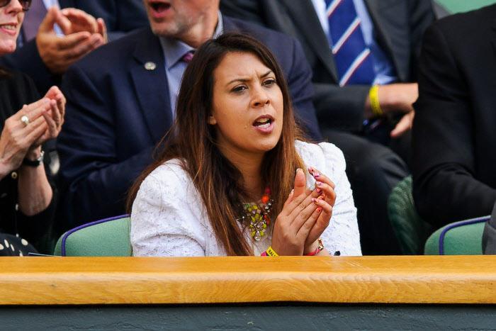 Tennis : Marion Bartoli juge le niveau des joueurs de l'OM avec une raquette !