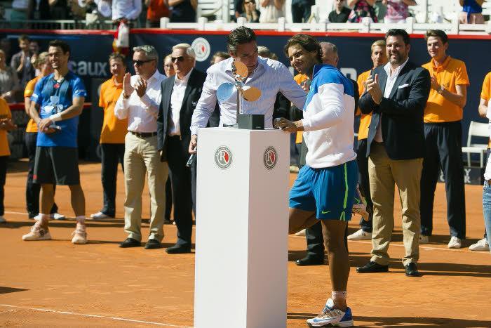 Tennis - Insolite : Quand Rafael Nadal est victime de crampes en pleine interview !