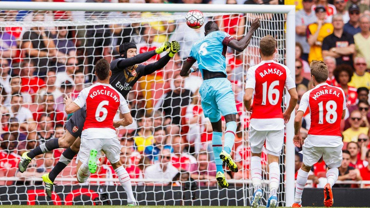 Quand les fans de Chelsea chambrent Petr Cech après sa boulette avec Arsenal