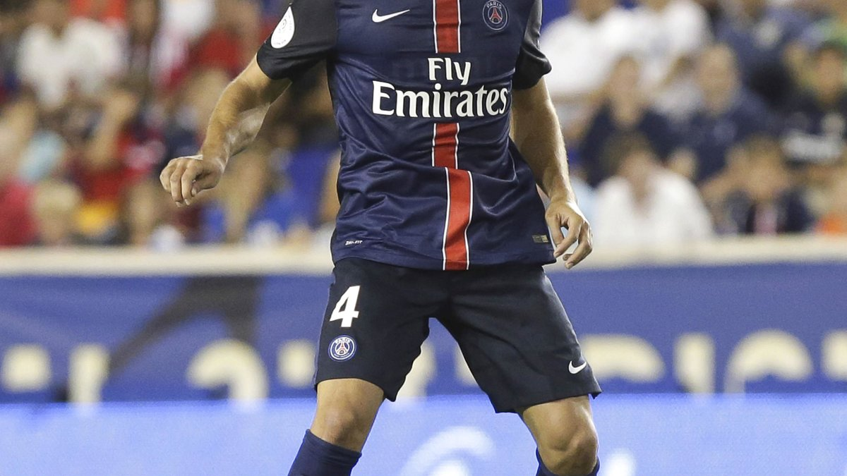 Laurent Blanc réagit aux sifflets des supporters parisiens contre Benjamin Stambouli