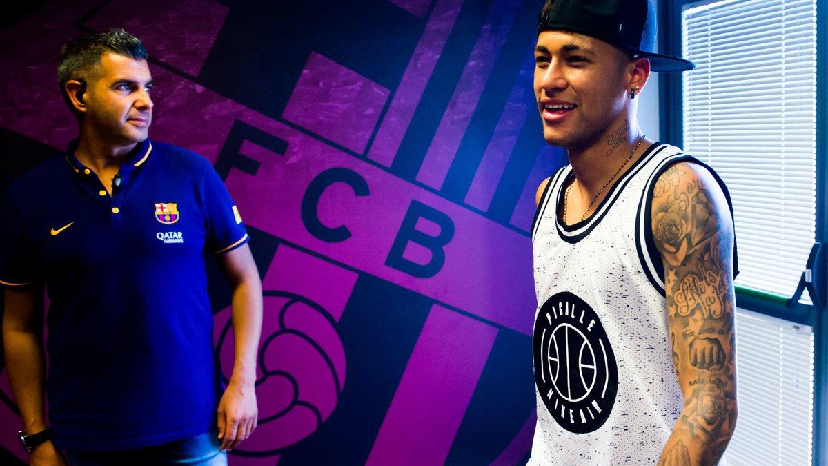 Mercato - Barcelone : Un ancien du Barça réagit à l'intérêt de Manchester United pour Neymar !