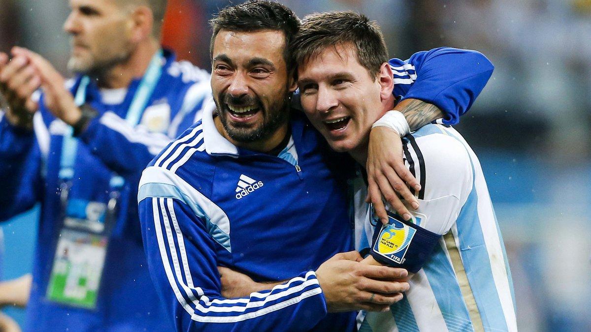 Face aux critiques, Ezequiel Lavezzi défend Lionel Messi