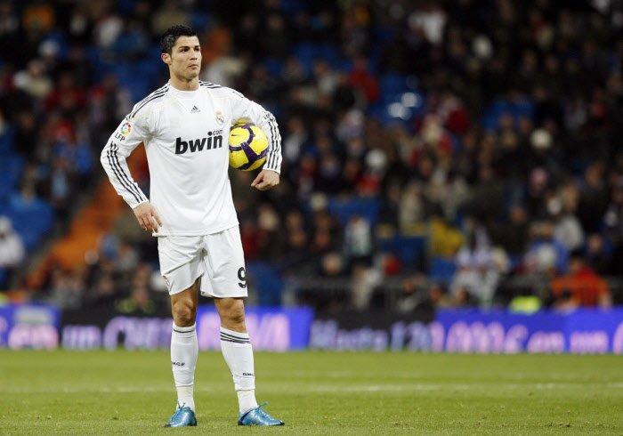 Mercato - Real Madrid : Quand Cristiano Ronaldo a failli signer chez un rival...