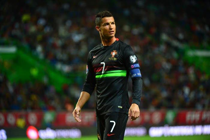 Après Ibrahimovic, Cristiano Ronaldo justifie le lancement de son parfum