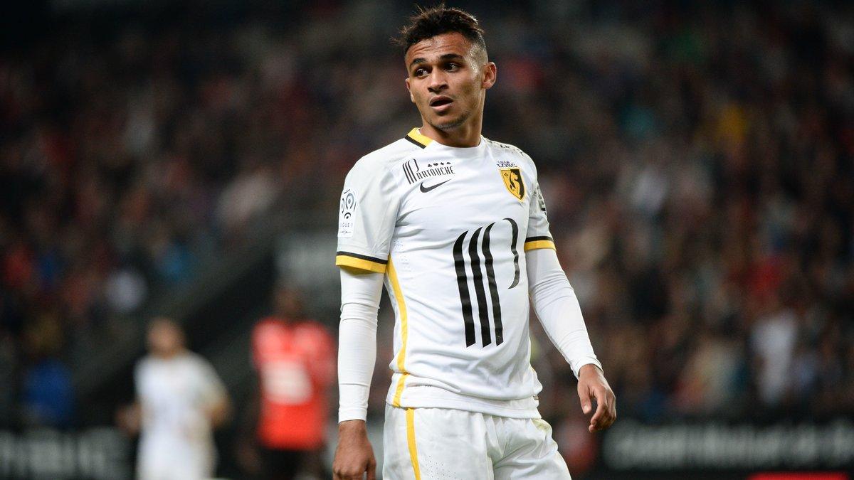 LOSC : Après la Juventus, un nouveau concurrent en course pour Boufal
