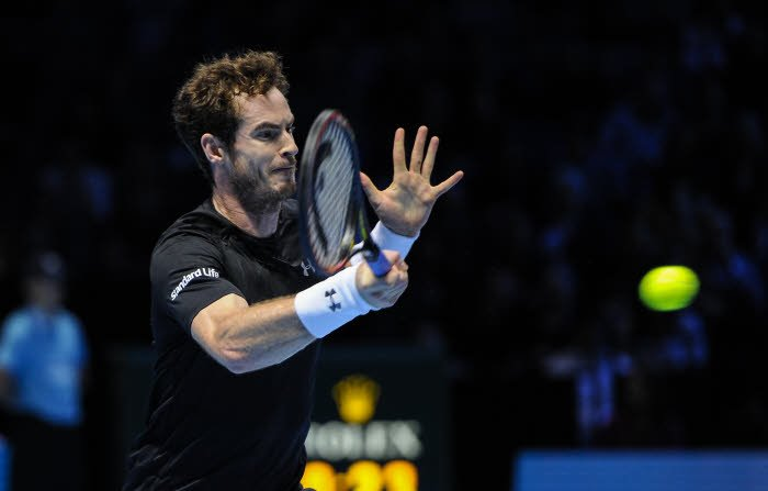 Andy Murray se coupe les cheveux en plein match contre Nadal