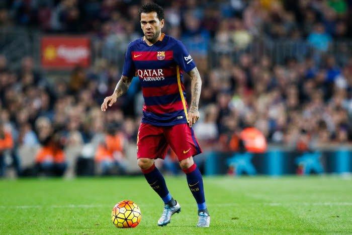 Mercato - Barcelone : Daniel Alves règle ses comptes pour son faux départ du Barça !
