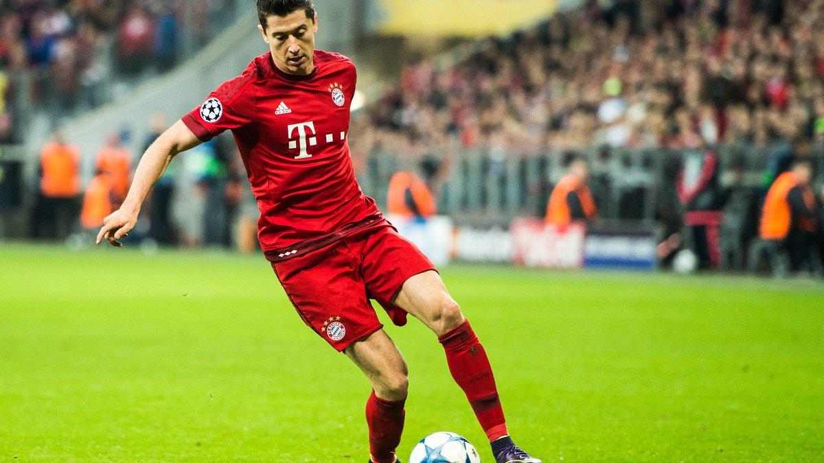 PSG : Quand Pierre Ménès suggère un échange entre Lewandowski et Cavani