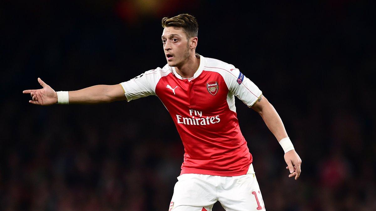 Barcelone : Le Barça aurait annoncé sa position pour Özil