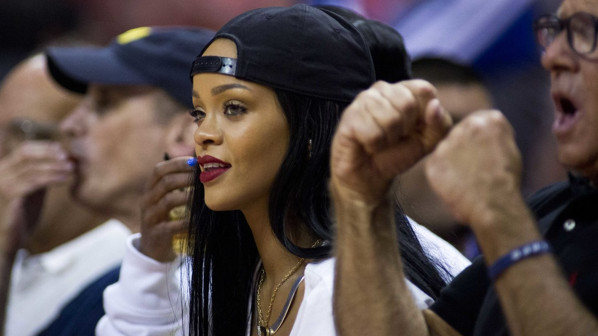Quand Rihanna se paie Stephen Curry et encense LeBron James