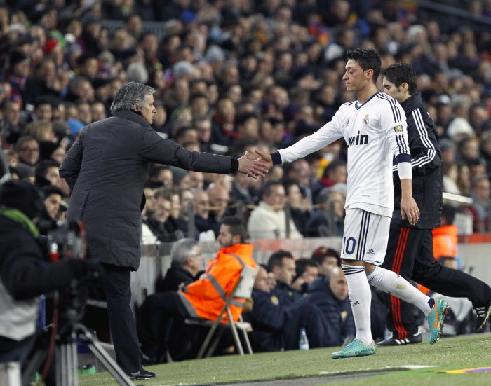 Manchester United : Mourinho à fond sur Mesut Özil
